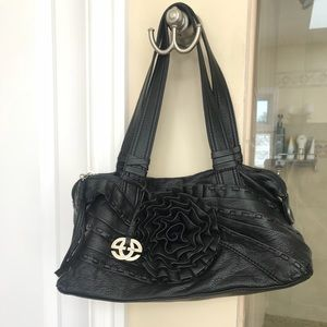 Handbags - 🌺🌟Sale item! Black Leather Floral Bag! ❤️❤️